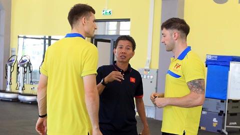 U19 Viet Nam tap luyen tren san co nhan tao PVF 3