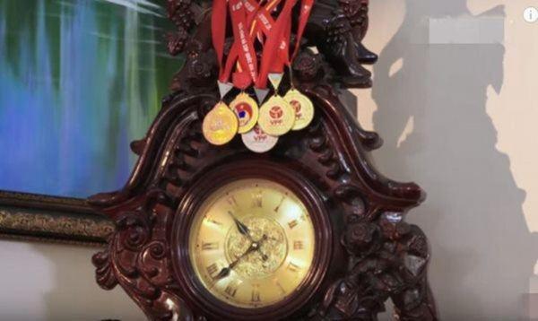 Huy chương cua Trong Hoang