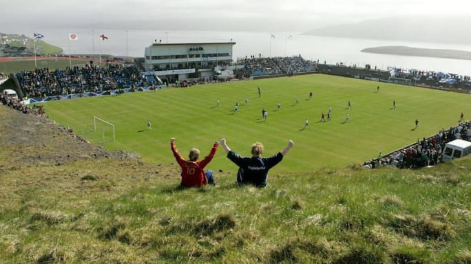 San o Faroe xay giua doi cay va quang